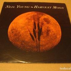 Discos de vinilo: NEIL YOUNG SINGLE 45 RPM HARVEST MOON REPRISE ALEMANIA 1992. Lote 180118006