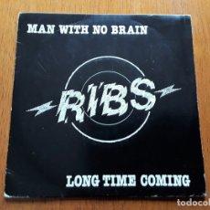 Discos de vinilo: RIBS MAN WITH NO BRAIN / LONG TIME COMING (AERCO AERS 101 - UK 1978) PUB ROCK ORIGINAL SINGLE. Lote 180135108