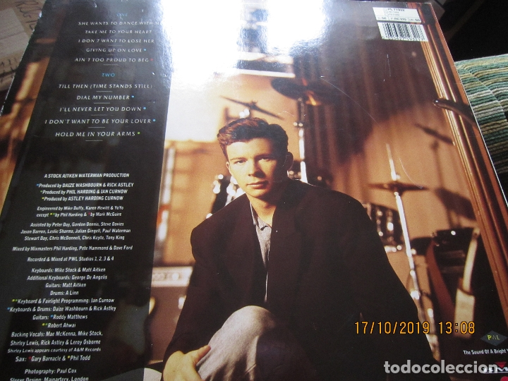Discos de vinilo: RICK ASTLEY - HOLD ME IN YOUR ARMS LP`- ORIGINAL ALEMAN - RCA 1988 MUY NUEVO CON FUNDA INT. ORIGINAL - Foto 9 - 180275443