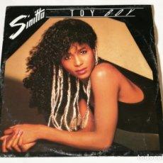 Discos de vinilo: SINITTA - TOY BOY - 1987. Lote 180465278
