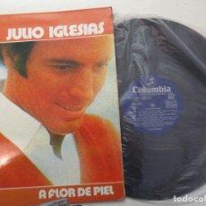 Discos de vinilo: DISCO VINILO. JULIO IGLESIAS. A FLOR DE PIEL.. Lote 182086635