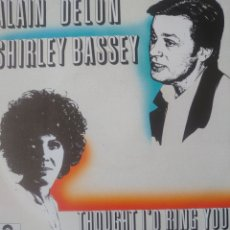 Discos de vinilo: ALAIN DELON Y SHIRLEY BASSEY SINGLE SELLO POLYDOR AÑO 1983. Lote 182584783