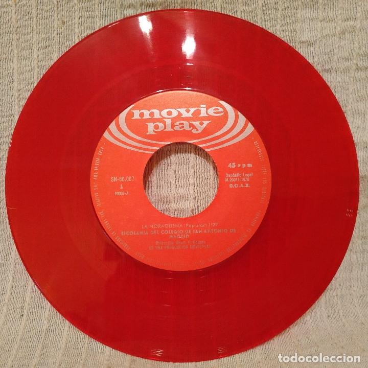 Discos de vinilo: LA NORAGUENA - RO MI NIÑO RO - ESCOLANIA San ANTONIO de MADRID single de color rojo portada gatefold - Foto 4 - 182636941