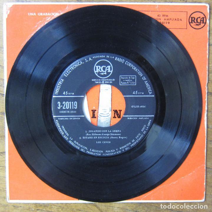 Discos de vinilo: LOS CINCO -SILBANDO AL TRABAJAR - CONTORNO / JUGANDO CON LA ARENA -ESTARÉ EN ESCOCIA - SHORTY ROGERS - Foto 4 - 183417713