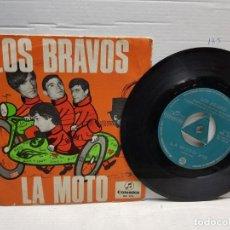 Discos de vinilo: SINGLE-LOS BRAVOS-LA MOTO EN FUNDA ORIGINAL AÑO 1966. Lote 183595493