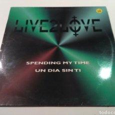 Discos de vinilo: LIVE 2 LOVE - SPENDING MY TIME / UN DÍA SIN TI. Lote 183716382