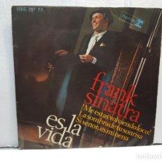 Discos de vinilo: SINGLE-FRANK SINATRA-ES LA VIDA EN FUNDA ORIGINAL AÑO 1966. Lote 183738285