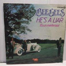 Discos de vinilo: SINGLE-BEE GEES -HE'S A LIAR EN FUNDA ORIGINAL AÑO 1981. Lote 183740982