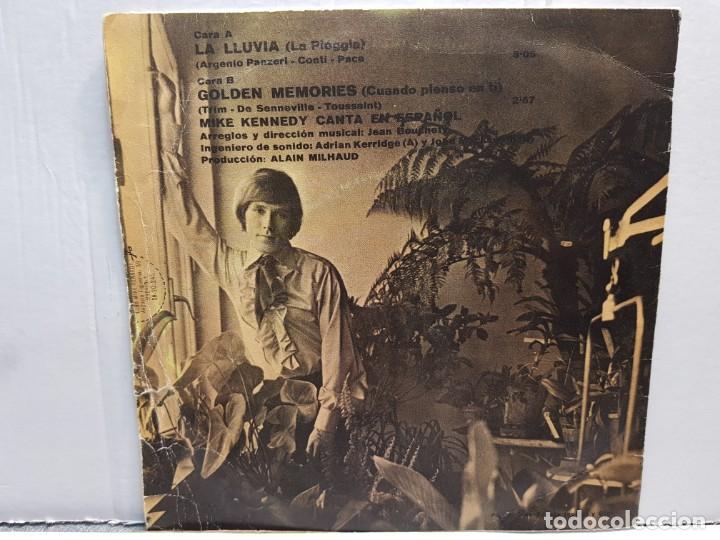 Discos de vinilo: SINGLE-MIKE KENNEFY -LA LLUVIA en funda original año 1969 - Foto 2 - 183741556