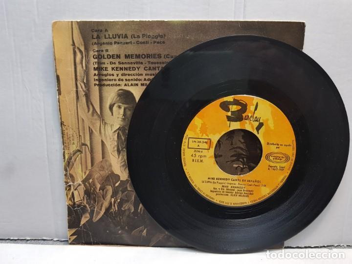 Discos de vinilo: SINGLE-MIKE KENNEFY -LA LLUVIA en funda original año 1969 - Foto 3 - 183741556