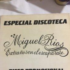 Discos de vinilo: MIGUEL RIOS-EXTRAÑOS EN EL ESCAPARATE+3-MAXI PROMOCIONAL-SIN USO-EXCELENTE ESTADO. Lote 183933051