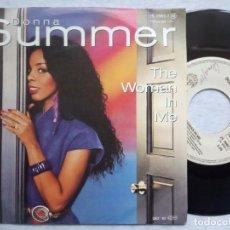 Discos de vinilo: DONNA SUMMER - THE WOMAN IN ME / LIVIN IN AMERICA - SINGLE ALEMAN 1982 - WB. Lote 183991071