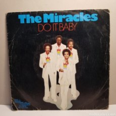 Discos de vinilo: THE MIRACLES - DO IT BABY - SINGLE. Lote 184031413