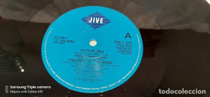 Discos de vinilo: CHILDREN OF THE NIGHT FEATURING RANKING ROGER -WE PLAY SKA- (1989) MAXI-SINGLE - Foto 2 - 184064728