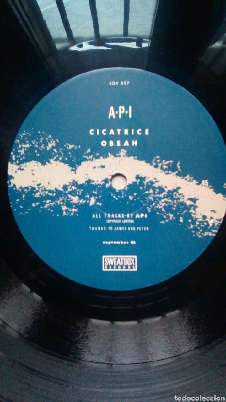 Discos de vinilo: A.P.I. - 7 hertz, Sweatbox Records, 1985. - Foto 5 - 184293193