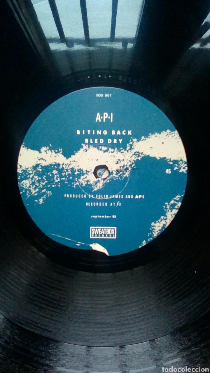 Discos de vinilo: A.P.I. - 7 hertz, Sweatbox Records, 1985. - Foto 6 - 184293193