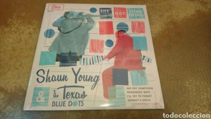 SHAUN YOUNG&THE TEXAS BLUE DOTS–SHE GOT SOMETHING . SINGLE VINILO PRECINTADO. ROCKABILLY. (Música - Discos - Singles Vinilo - Rock & Roll)