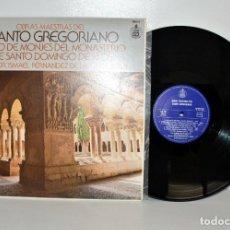 Discos de vinilo: CANTO GREGORIANO MONASTERIO DE SILOS - OBRAS MAESTRAS LP 1983 COMO NUEVO. Lote 185694241