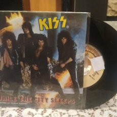 Disques de vinyle: KISS WHILE THE CITY SLEEPS SINGLE SPAIN 1984 PDELUXE. Lote 185694563