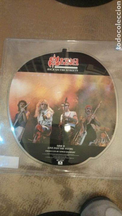Discos de vinilo: Saxon-Back On The Streets - Vinilo picture disc con forma de manzana - Foto 2 - 185721512