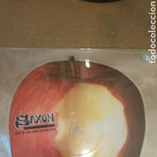 Discos de vinilo: SAXON ‎- BACK ON THE STREETS - VINILO PICTURE DISC CON FORMA DE MANZANA. Lote 185721512