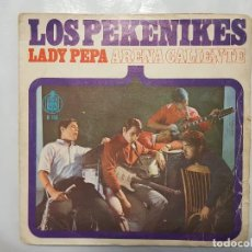 Discos de vinilo: SINGLE / LOS PEKENIKES / ARENA CALIENTE - LADY PEPA / 1966. Lote 186042778