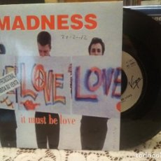 Discos de vinilo: MADNESS IT MUST BE LOVE SINGLE UK 1992 PDELUXE. Lote 186064480