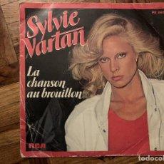 Discos de vinilo: SYLVIE VARTAN – LA CHANSON AU BROUILLON SELLO: RCA VICTOR – PB 8661 FORMATO: VINYL, 7 , SINGLE . Lote 186180577