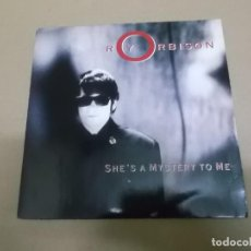 Discos de vinilo: ROY ORBISON (SINGLE) SHE'S A MYSTERY TO ME AÑO – 1989. Lote 186189218