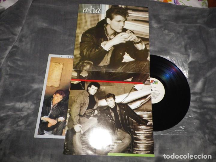 Discos de vinilo: AHA On tour in Brazil LP VINILO AÑO 1989 BRASIL A-HA EL ENCARTE ES UN POSTER MORTEN HARKET 10 TEMAS - Foto 2 - 186224147