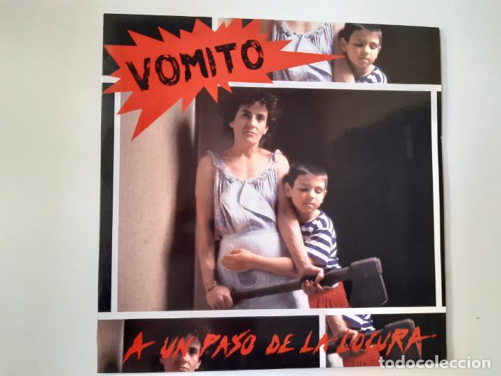 VOMITO. A UN PASO DE LA LOCURA - LP 1990 + LIBRETO + ENCARTE- DISCOS SUICIDAS- COMO NUEVO. (Música - Discos de Vinilo - EPs - Punk - Hard Core)