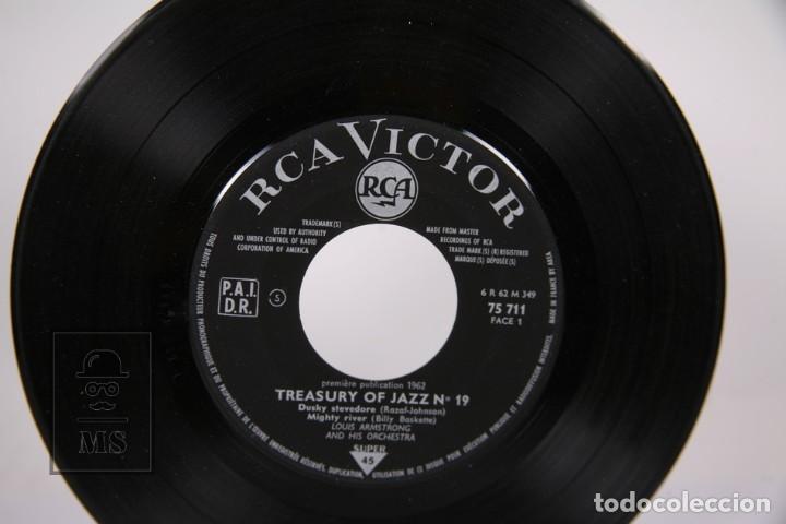 Discos de vinilo: Disco EP De Vinilo - Louis Armstrong and His Orchestra / Dusky Stevedore...- RCA Victor, Francia - Foto 2 - 187329035