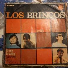 Discos de vinilo: LOS BRINCOS. LOLA--THE TRAIN. ESPAÑA. CARPETA ABIERTA Y RAJADA.. Lote 187399411