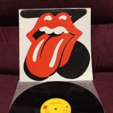 Discos de vinilo: THE ROLLING STONES - SUCKING IN THE SEVENTIES LP, REEDICIÓN, RECOPILATORIO, 1990, ESPAÑA. Lote 187456080
