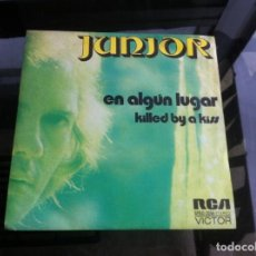 Discos de vinilo: SINGLE / EP. JUNIOR. EN ALGÚN LUGAR. KILLED BY A KISS. ESPAÑA, 1973. Lote 187492217