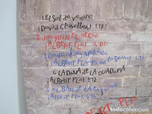 Discos de vinilo: ALBERT PLA. JOAQUIN EL NECIO. NO SÓLO DE RUMBA VIVE EL HOMBRE. 9 CANCIONES. ARIOLA, 1992. - Foto 3 - 189360462