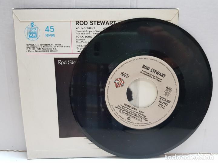 Discos de vinilo: SINGLE-ROD STEWART-YOUNG TURKS en funda original año 1982 - Foto 3 - 190016225