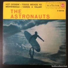 Discos de vinilo: THE ASTRONAUTS HOT-DOGGIN' + 3 EP 1963 SPAIN VINILO VG+ CARPETA VG+ / NM. Lote 190423610
