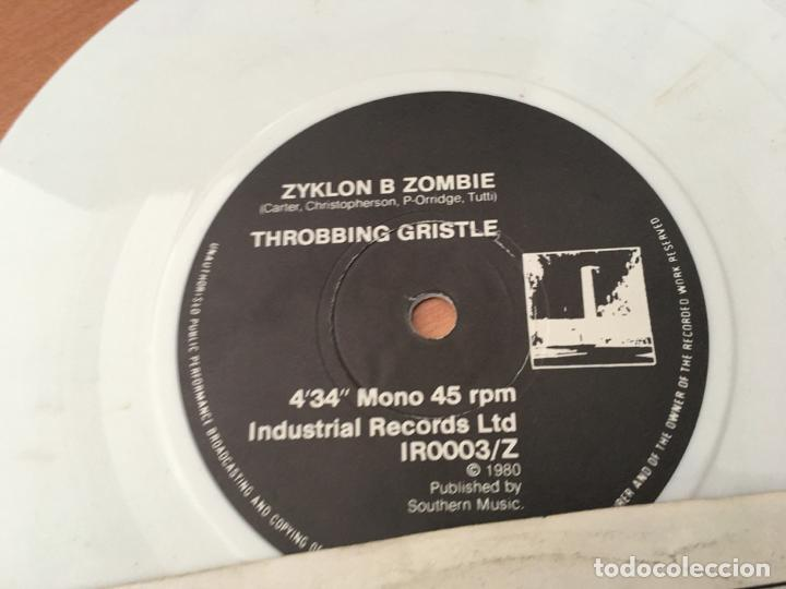 Discos de vinilo: THROBBING GRISTLE ( ZYKLON B ZOMBIE) SINGLE ELECTRONICA WHITE VINYL (EPI03) - Foto 2 - 190600925
