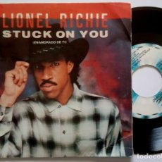 Discos de vinilo: LIONEL RICHIE - STUCK ON YOU / ROUND AN ROUND - SINGLE PROMOCIONAL 1983 - MOTOWN. Lote 190997618