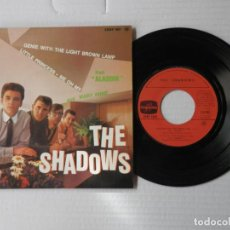 Discos de vinilo: THE SHADOWS - EP - GENIE WITH THE LIGHT BROWN LAMP + 3 - COLUMBIA ESRF 1651 - FR.. Lote 191400578