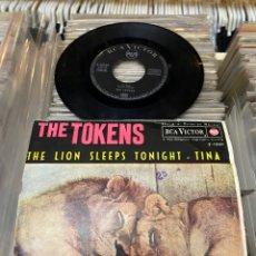 Discos de vinilo: THE TOKENS THE LION SLEEPS TINA EP DISCO DE VINILO. Lote 192263761