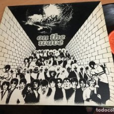 Discos de vinilo: ON THE WAVE (THE CURE, HEROES, CHORDS, SIOUXSIE, INVADERS, PROTEX...) LP ESPAÑA 1980 (B-10). Lote 192292868