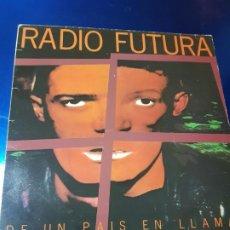 Discos de vinilo: LP-RADIO FUTURA-DE UN PAÍS EN LLAMAS-ARIOLA-10 TEMAS-VER FOTOS. Lote 153735934