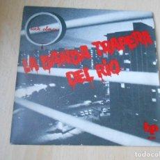 Discos de vinilo: BANDA TRAPERA DEL RÍO, LA, SG, LA REGLA + 1, AÑO 1978 CON INSERTO PUBLICIDAD DEL GRUPO. Lote 193006470