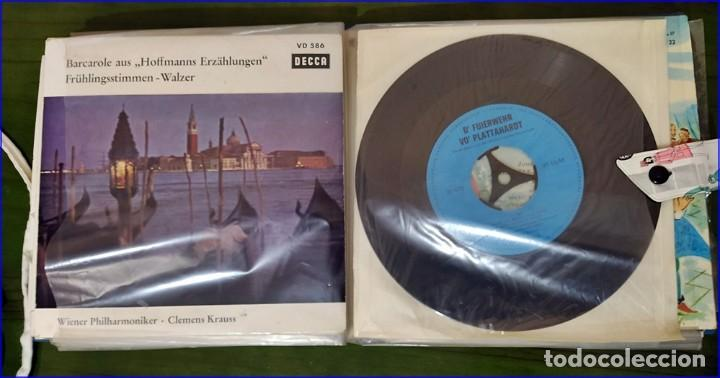 Discos de vinilo: Antiguo álbum de singles. Retro. - Foto 5 - 193738296