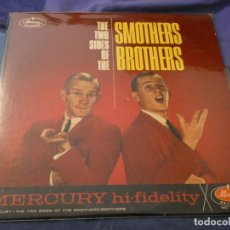 Discos de vinilo: LP AMERICANO ANTIQUISIMO THE SMOTHERS BROTHERS TWO SIDES OF USA MUY BUEN ESTADO. Lote 193740371