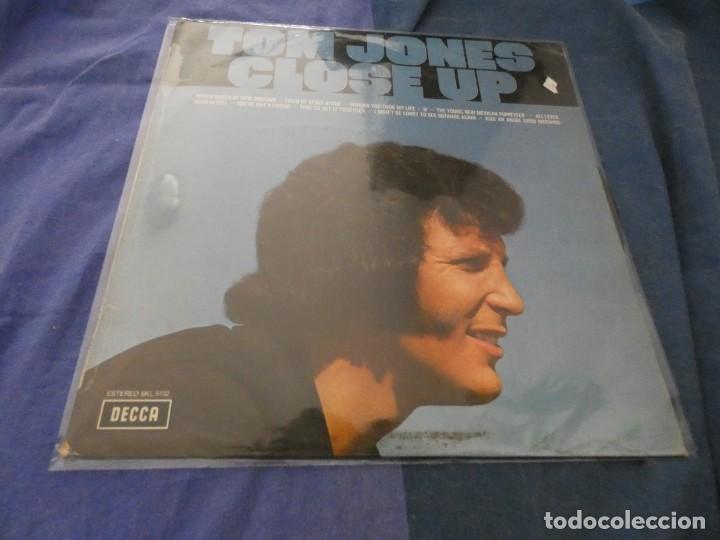 LP ESPAÑOL TOM JONES CLOSE UP ESTADO CORRECTO AÑOS 70 (Música - Discos - LP Vinilo - Cantautores Extranjeros)