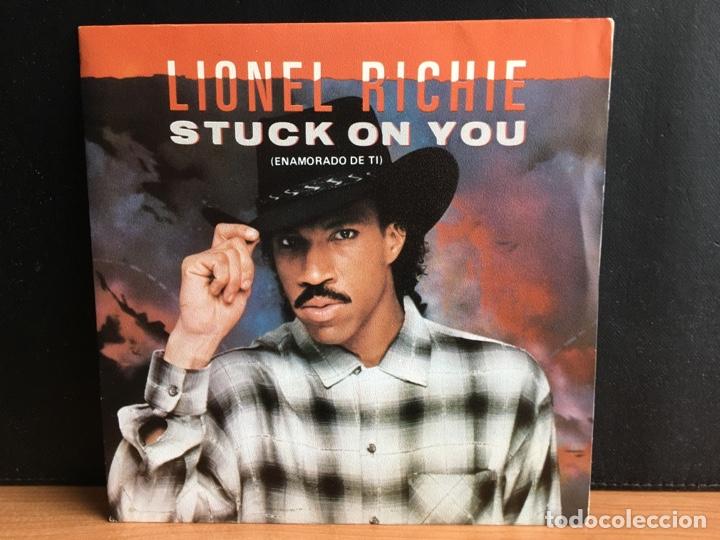 LIONEL RICHIE - STUCK ON YOU = ENAMORADO DE TI (SINGLE) (MOTOWN) SPBO-60164 (D:NM/C:NM) (Música - Discos - Singles Vinilo - Funk, Soul y Black Music)