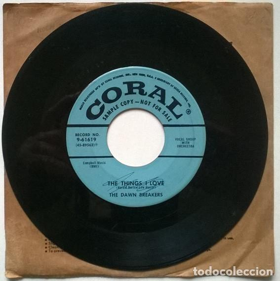 Discos de vinilo: TheThe Dawn Breakers. Boy with t the Be-Bop glasses/ The things I love. Coral, USA 1956 single promo - Foto 3 - 194252026